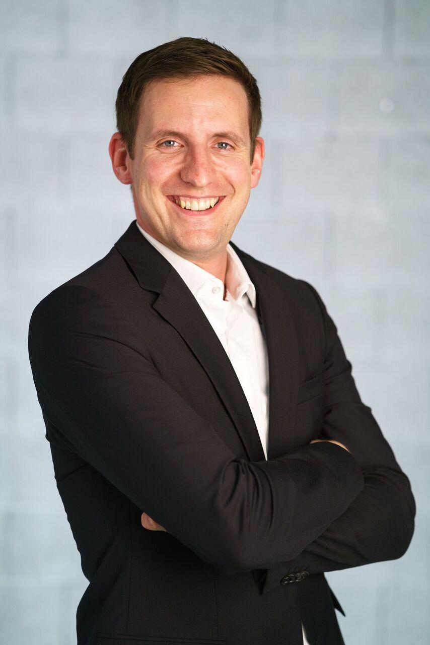 Dr. Bernhard Schnöll